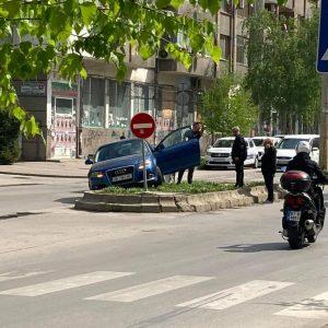 Автомобил самокатастрофира до търновската болница