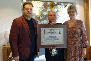 Даниел Панов връчи Старопрестолна грамота на Николай Лечев за 80-ия му юбилей