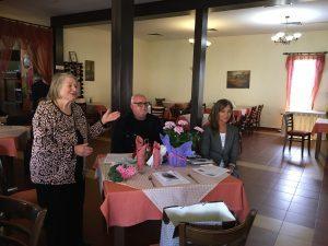 Деца от социални услуги във В. Търново зарадваха възрастните хора за празника им