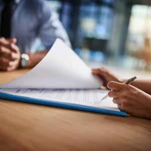 Държавата ще плаща таксите на студенти с договор за работа
