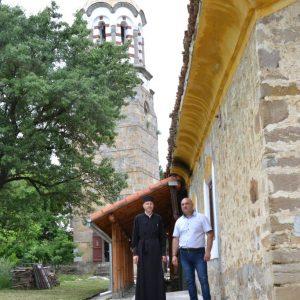 За пет години кмет и свещеник обновиха църквата в Церова кория