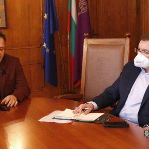 Здравният министър осигурява 2,6 млн. лв. за нов корпус на белодробната болница във Велико Търново