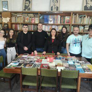 Книги дариха на читалището в Дебелец младите социалисти от Велико Търново
