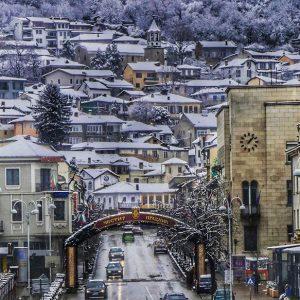 Макар и закъсняла, снежната прегръдка винаги прави Велико Търново красиво сн.Ростислав ГРЪНЧАРОВ
