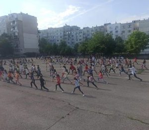 "Над 200 деца от СУ ""Вела Благоева"" участваха в кунгфу демонстрации"