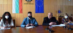 Областният кризисен щаб за борба с коронавирус препоръча на кметовете на общини да отложат всички масови мероприятия