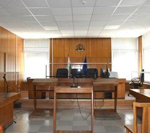 Оборудват всички съдебни зали с плексигласови прегради
