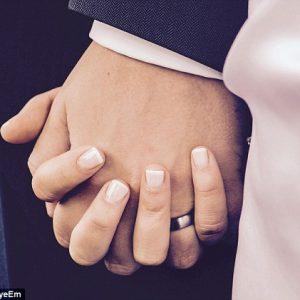 Проучване: По-щастливи в брака са жените с по-малко опит в секса
