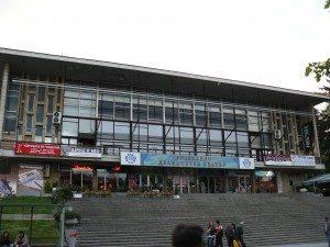 Разрешиха театри, концерти, посещение на заведения на закрито