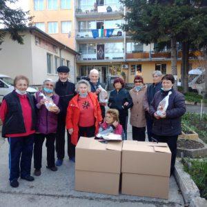 Ръководството на БСП и Весела Лечева дариха козунаци на Дома за възрастни хора