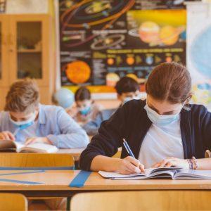 """Синдикат """"Образование"""" смята, чe е крайно време всички ученици да се върнат в училище и при поява на заразени ученици или персонал да се прилага диференциран подход"""