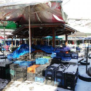Студът опразни търновския пазар