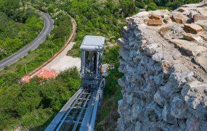 Фуникулярът на крепостта Трапезица в движение от 1 май