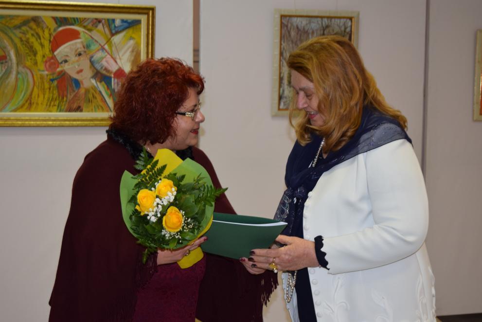 Бизнесдамата Петранка Новосад подреди изложба в Горна Оряховица