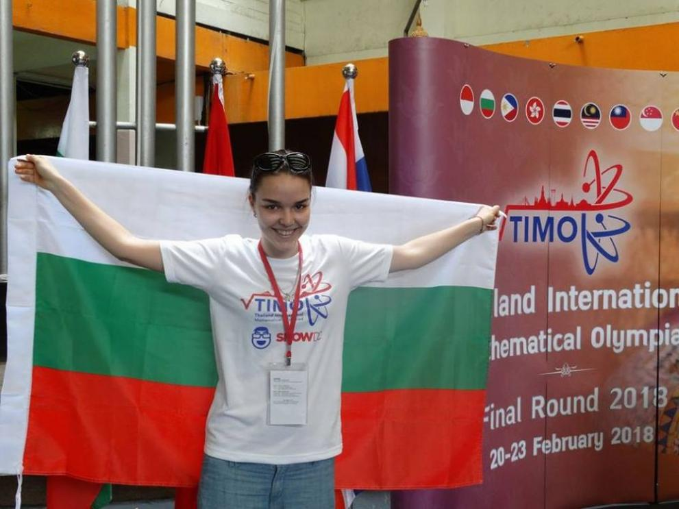 Гордост: Българска ученичка спечели бронз от олимпиада по математика в Тайланд