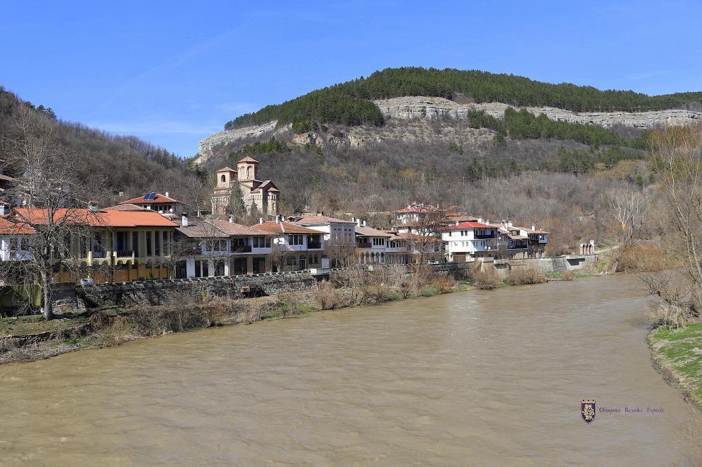 Реките в общината са с повишени, но са далеч под критичните нива