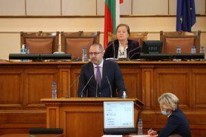 Димитър Николов от парламентарната трибуна: Време е да затворим фабриките за фалшиви новини и фалшиви герои