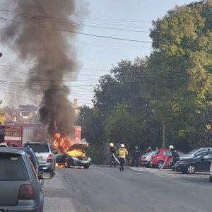 Кола пламна в центъра на Горна Оряховица