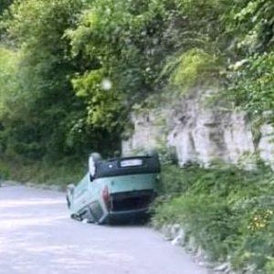 Кола се преобърна по таван на пътя за Арбанаси